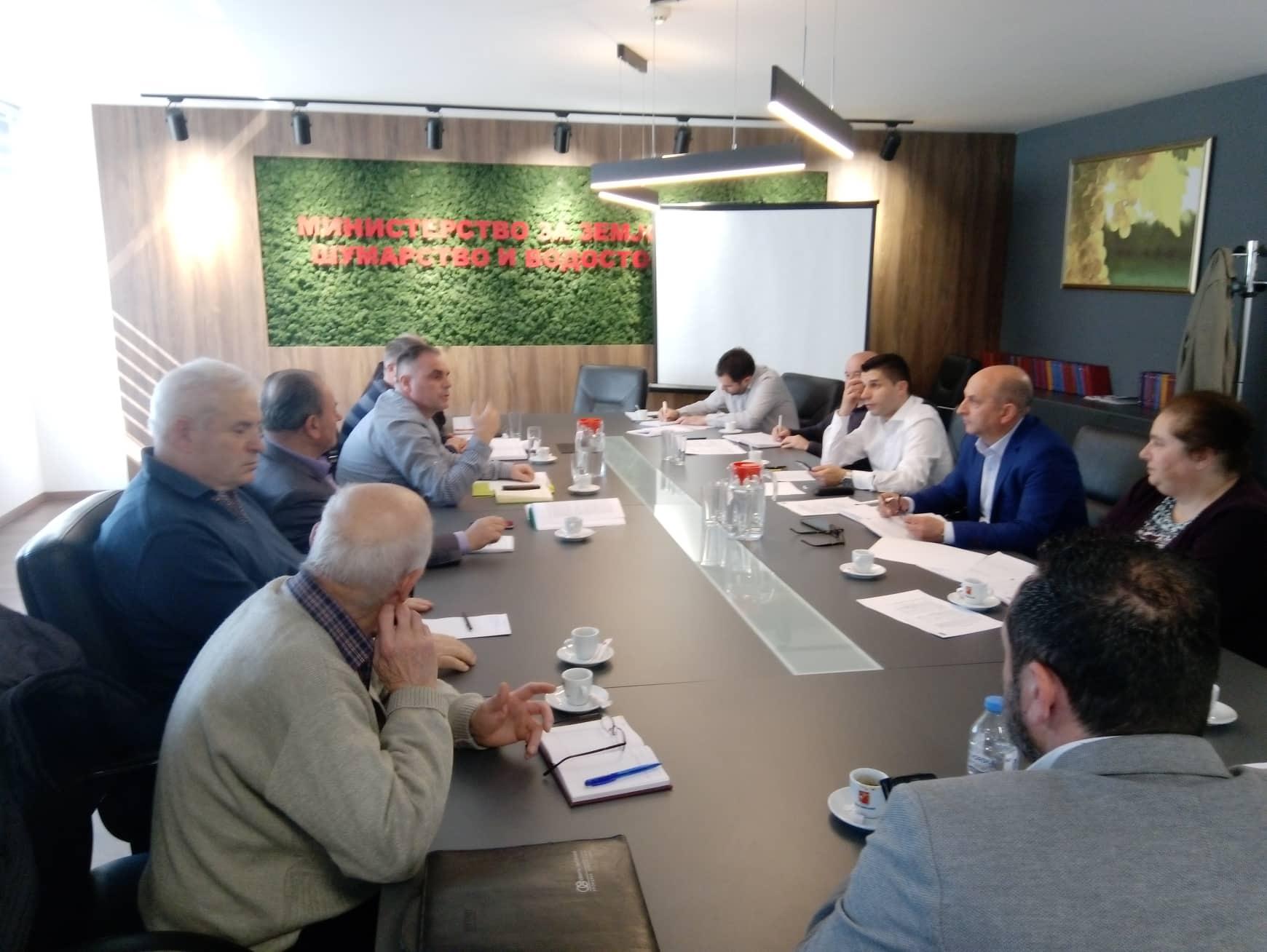 Министерот Николовски на заедничка средба со потсекторската група за мед