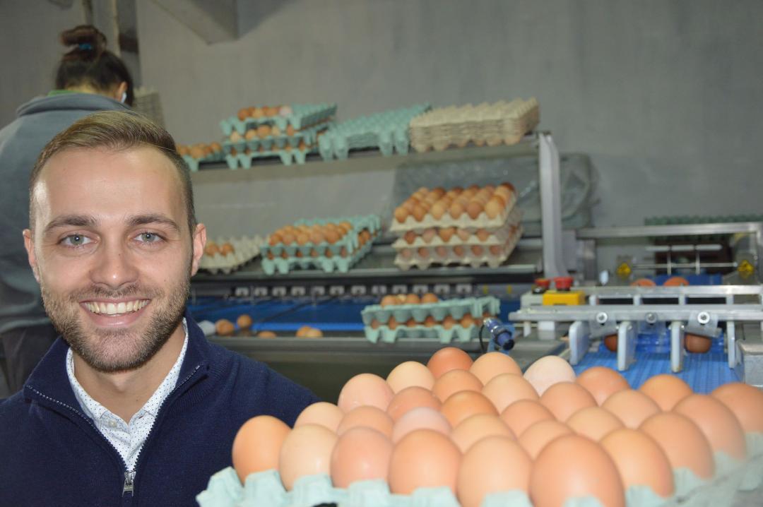 25-годишниот Иван Марковски- посдипломец и сопственик на живинарска фарма