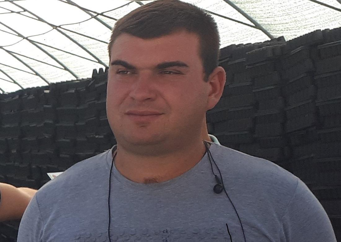 25 годишниот Ѓорѓија Димовски , електроинжинер и јаболкар – Својата  иднина ја гледам во Преспа
